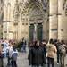 Évi röhög a katedrálisnál